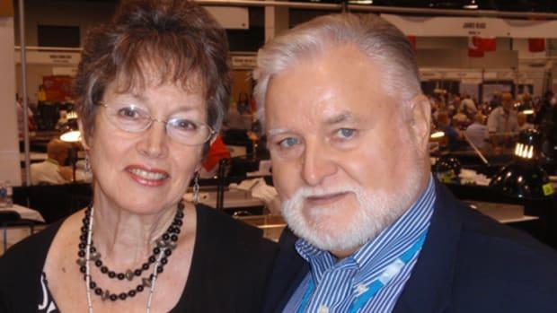 Dealer Harry Miller with wife, Joanie, on the floor of the ANA World's Fair Money.
