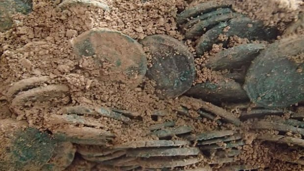 A close-up of some of the roman coins as they were found. (Image courtesy of the British Museum / APEX)