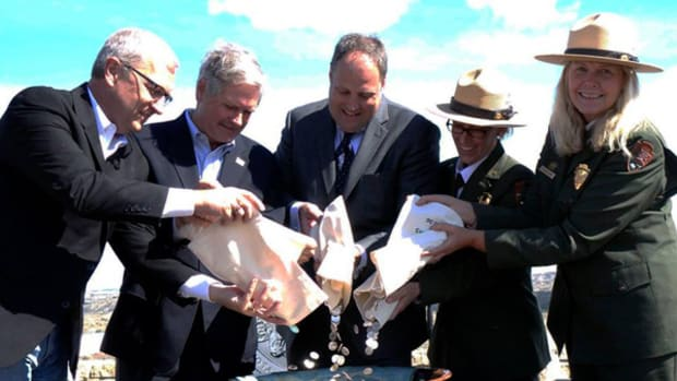 From left, Rep. Kevin Cramer, Sen. John Hoeven, Rhett Jeppson, park superintendent Wendy Ross and National Park Service Deputy Director Patricia Trap join in the ceremonial coin pour. (Debbie Dawson Mint photo.)