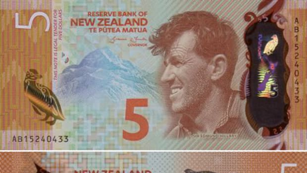 Front and back of the New Zealand $5 note depicting Sir Edmund Hillary, Mount Cook and a penguin that won the Bank Note of the Year award.