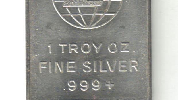 An Engelhard 1 troy ounce silver bar.