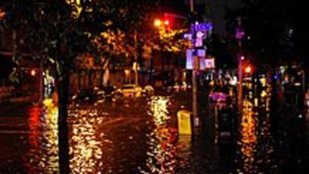 220px-Hurricane_Sandy_Flooding_Avenue_C_2012