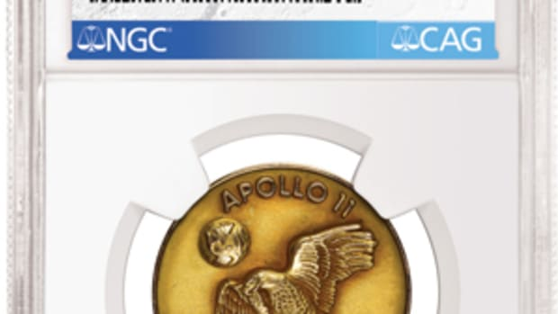 Gold Apollo 11 Robbins Medal