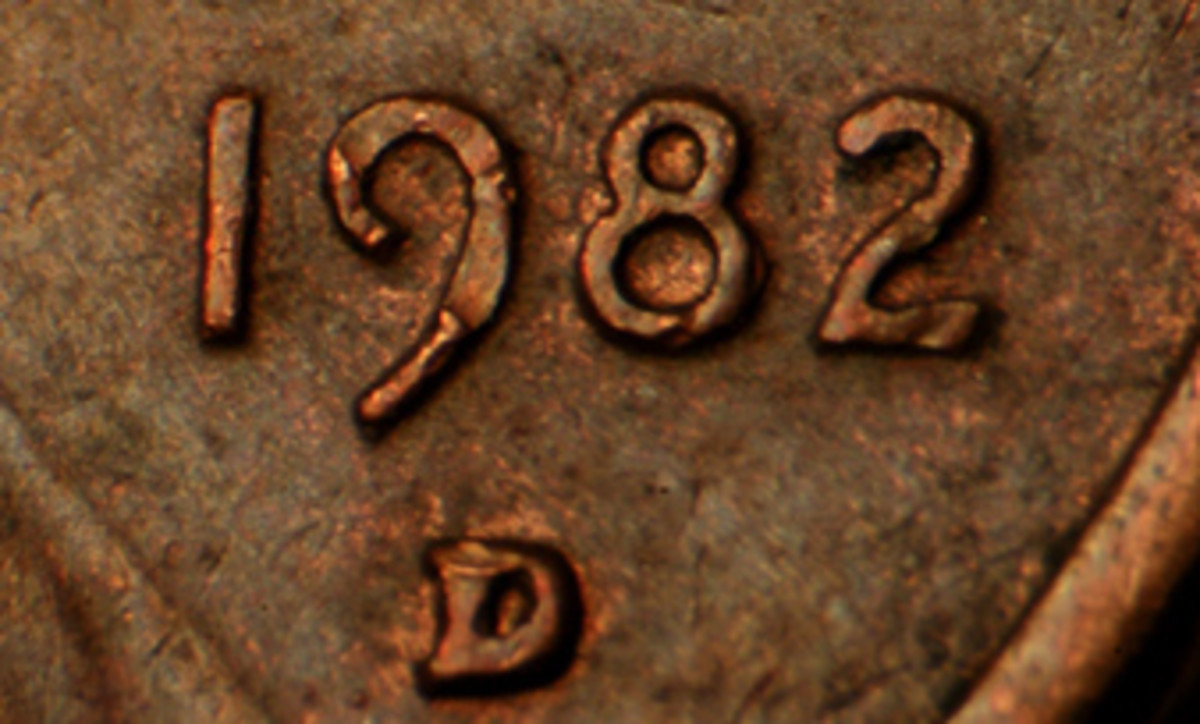"The Small Date 1982-D copper cent (above) shows the ""2"" quite a bit further from the rim than the Large Date version. (For visual comparison to the Large Date, click the link to images of the large and small date below.)"