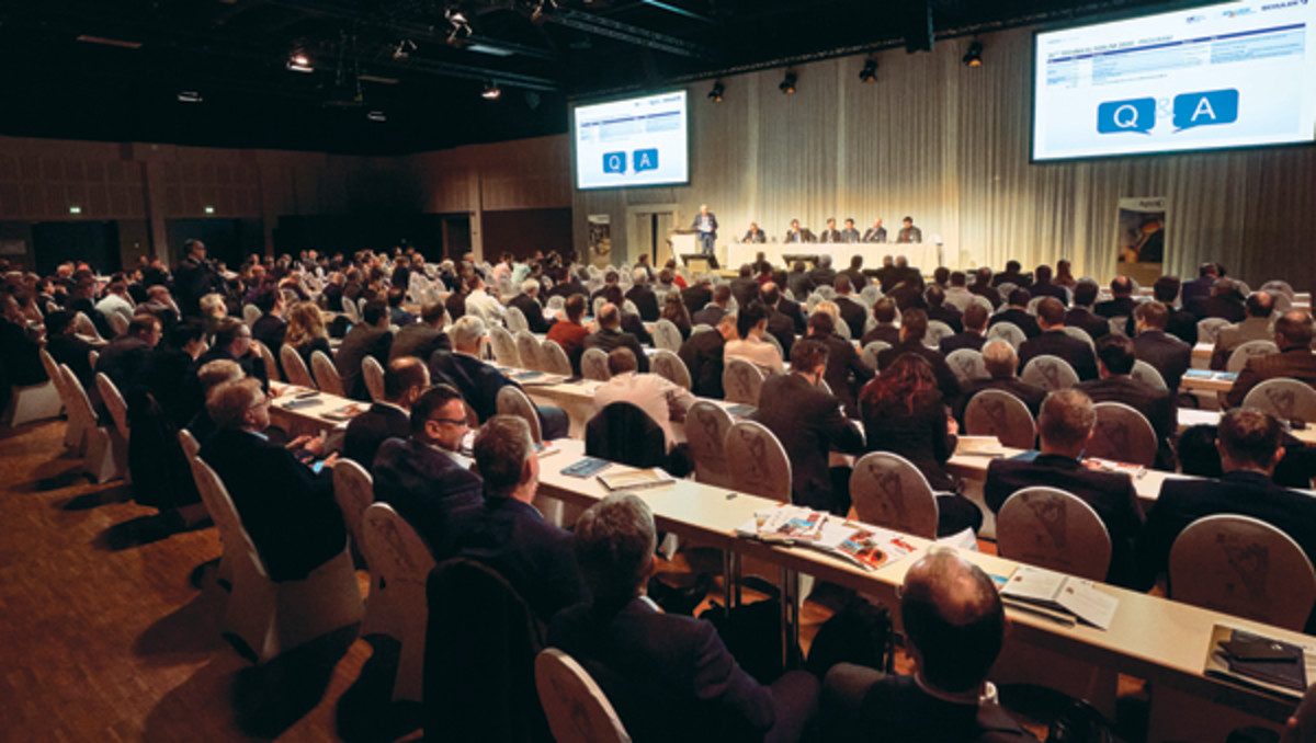 The question-and-answer sessions tend to retain everyone's attention, as additional information is often relayed and new thoughts explored. Notice here that the room remains fully packed during the first session Q&A. (Photo by Andreas Schoelzel, courtesy of World Money Fair.)