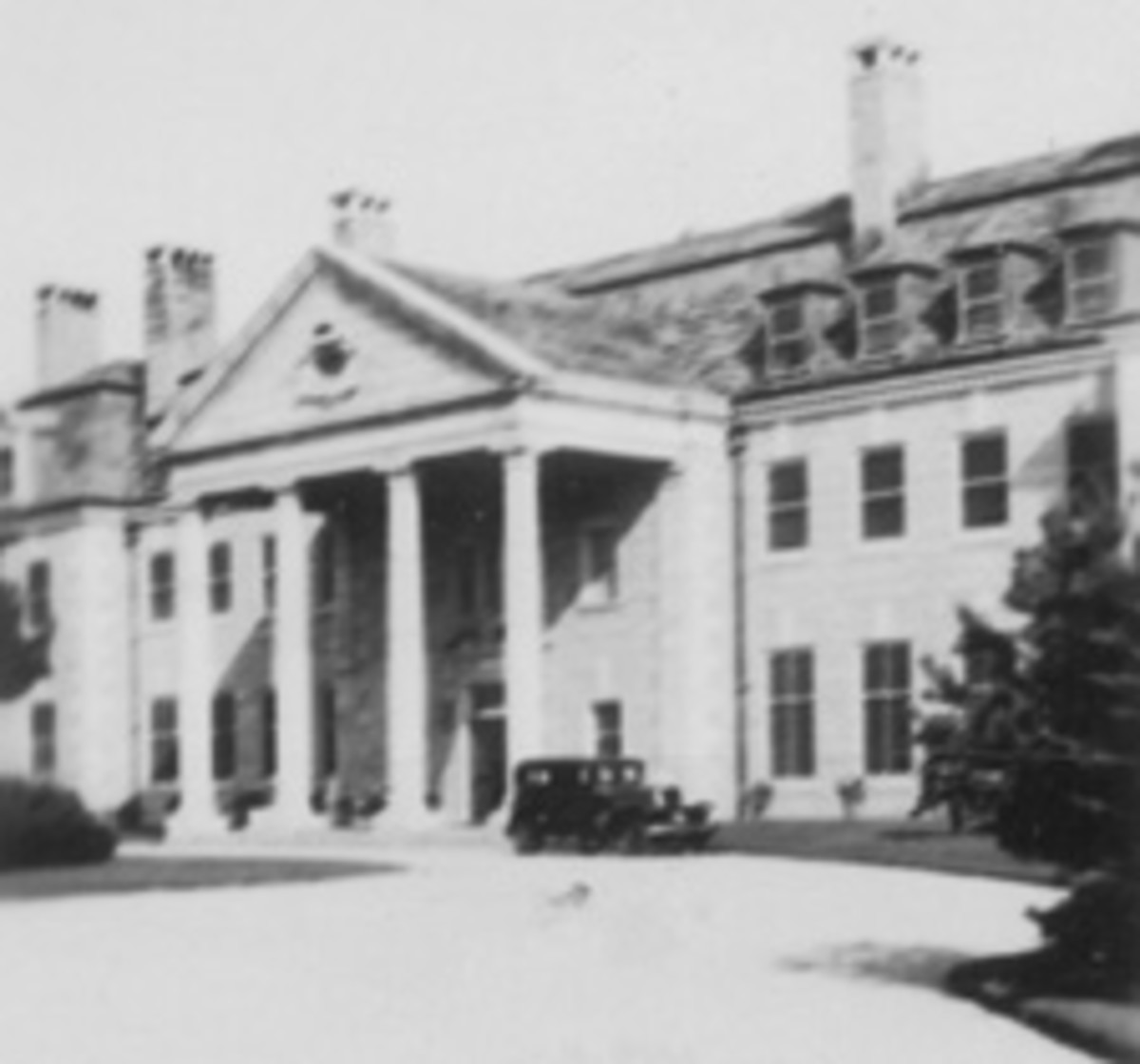 Entrance to Col. Green's mansion at Round Hill, South Dartmouth, Mass., complete with a Hupmobile parked in front. (Photo by my uncle John Klemann, Jr. Sept. 23, 1931.)