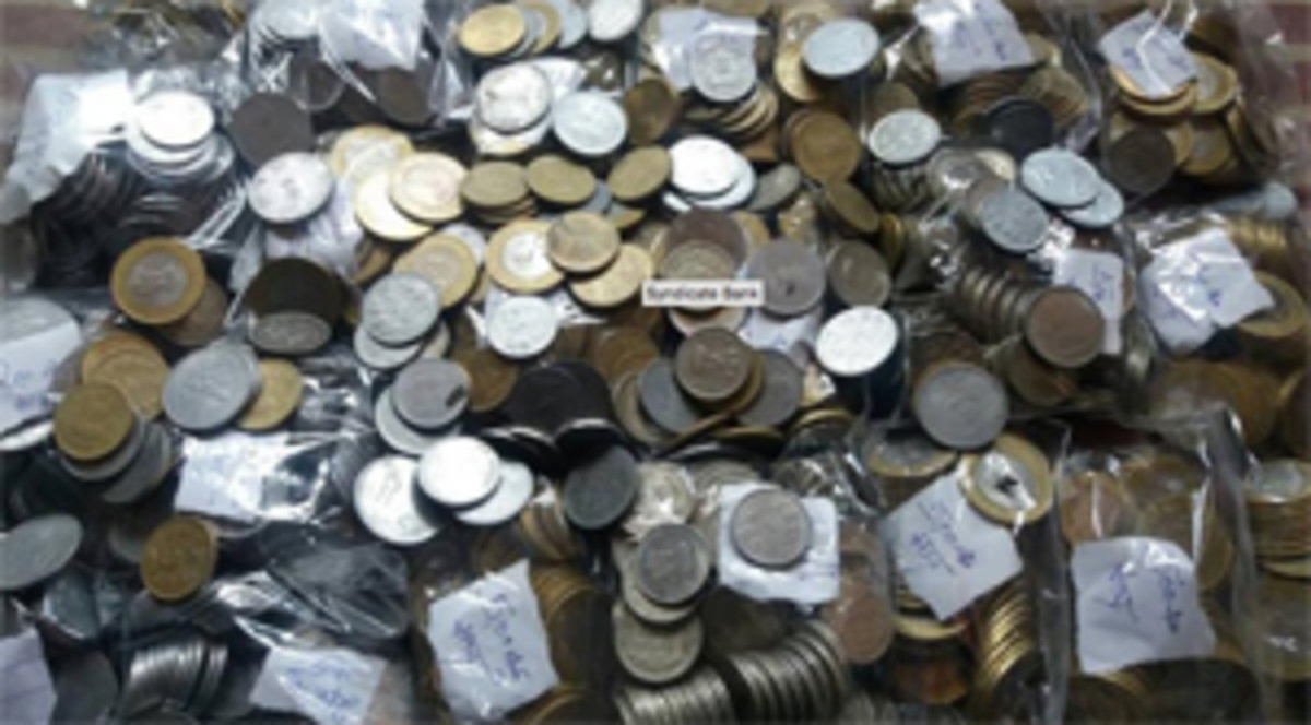 Shown above is a portion of the low-denomination rupee coins recovered by the Delhi Police after three thieves broke into the Syndicate Bank branch in Mukherjee Naga, North Delhi. (Image courtesy www.hindustantimes.com)