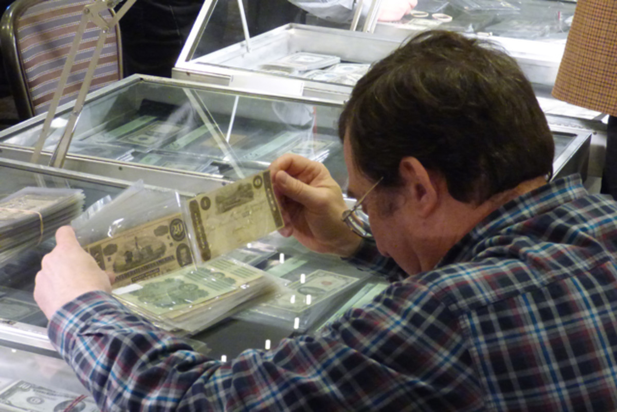 Obsolete bank notes were on the minds of some hobbyists at the Chicago Paper Money Exposition.