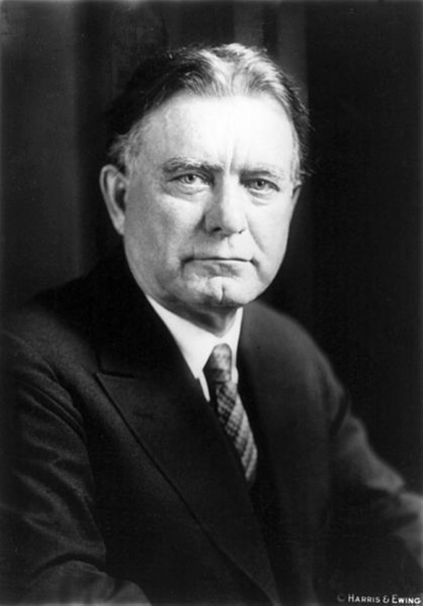 William E. Borah, Maverick Republican senator from Idaho, joined forces with Carter Glass to slip the Glass-Borah amendment into the Federal Home Loan Bank Act giving a three-year circulation privilege to 3-3/8 percent or lower interest U. S. Bonds. Wikipedia photo.