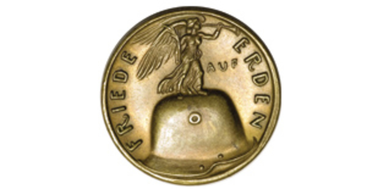 After four Christmases in the trenches, Karl Goetz's 1918 Christmas medal settled for the Gift of Peace. (Image courtesy & © www.ha.com)