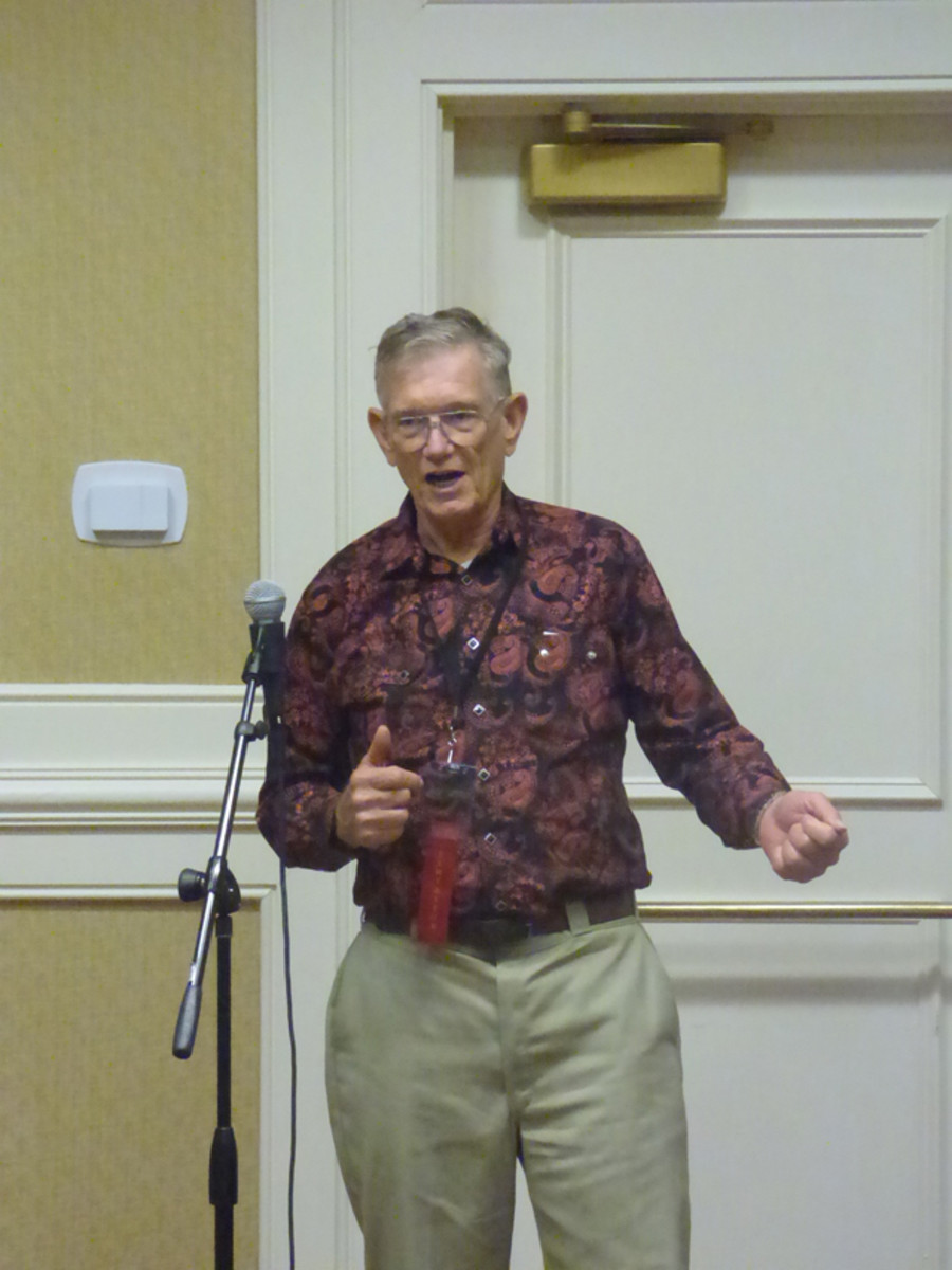 Peter Huntoon was one of those who regaled the Friday gathering with stories of prior Memphis shows.