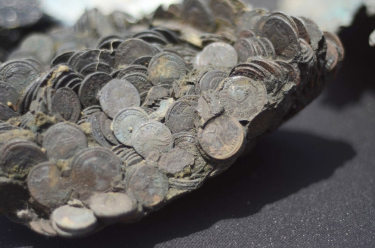 The majority of coins recovered depict the Roman emperor Constantine I and Luinius.
