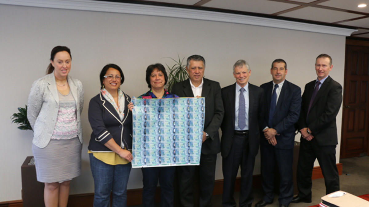 Members of the two Maori trusts and the Reserve Bank meet to discuss the history of the panel design on the New Zealand's new $10 note that may represent the Milky Way. Image courtesy Reserve Bank of New Zealand.