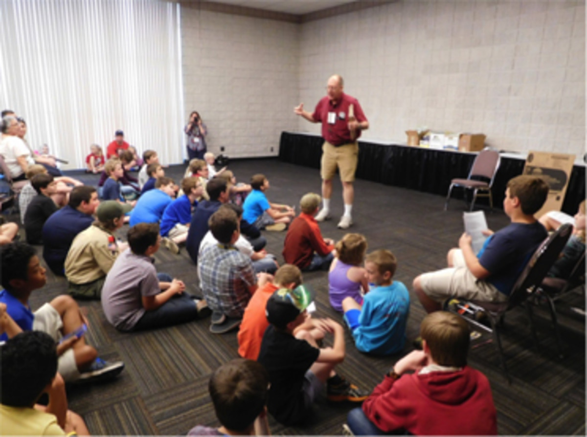 Bob Hartje led a Young Numismatists program during the Georgia Numismatic Association show.
