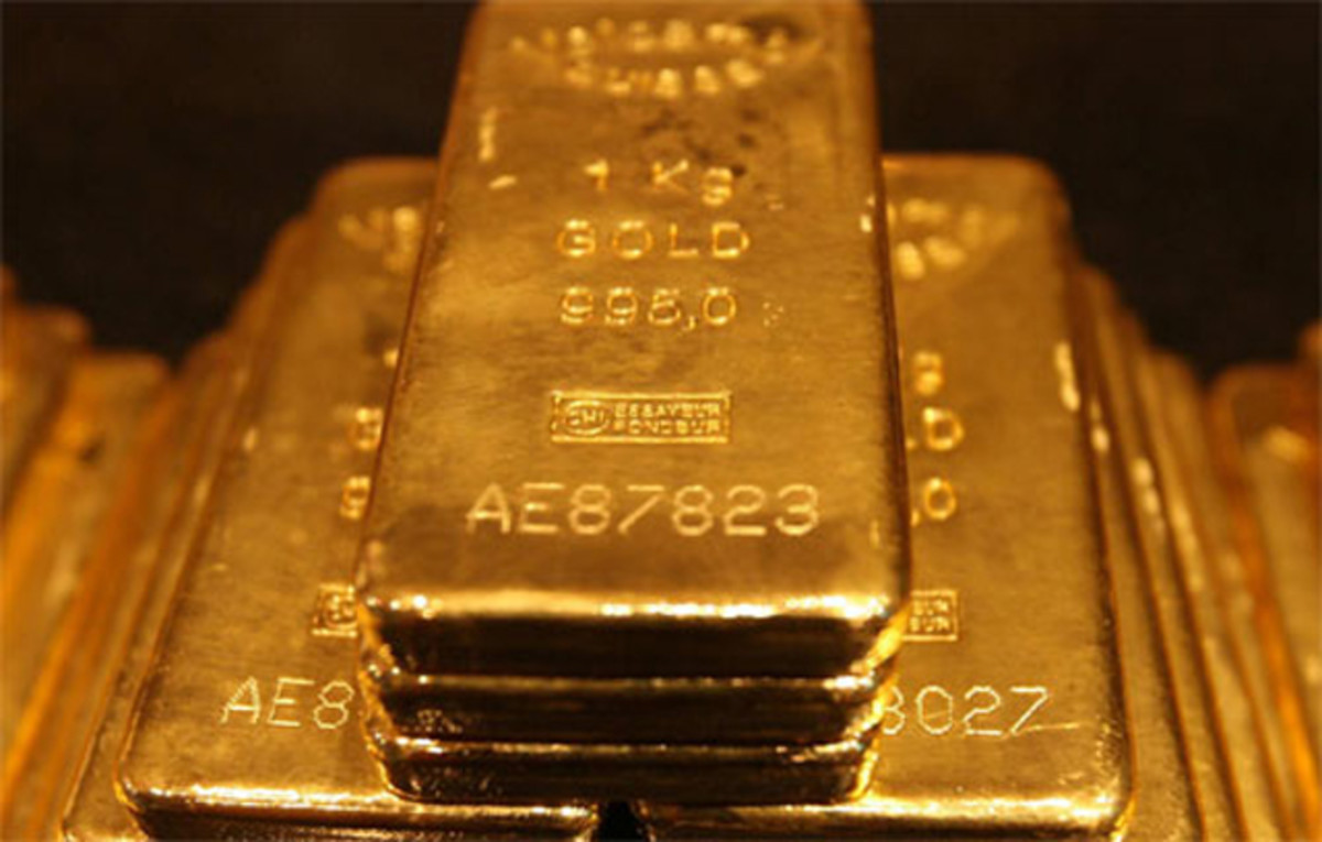 Why is gold holding its value despite selloffs?