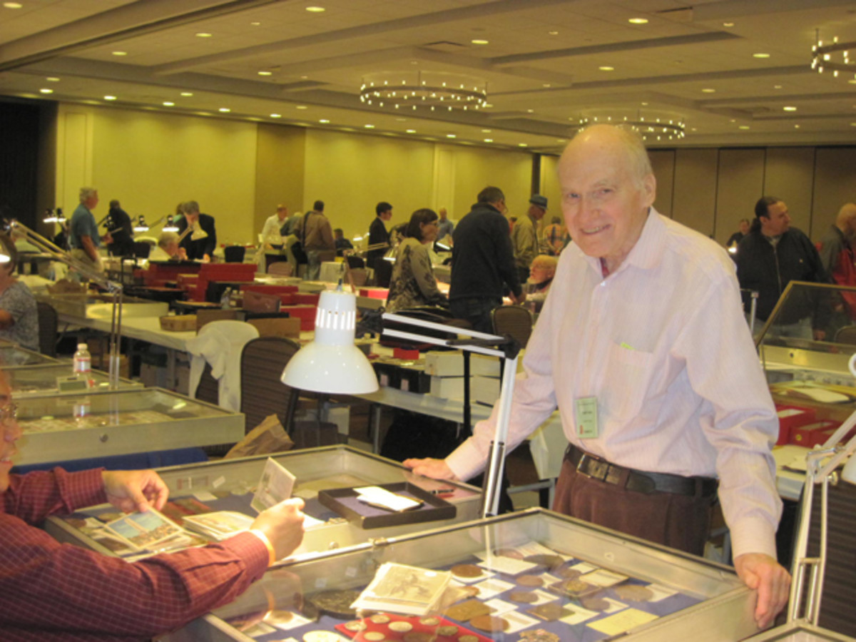 John Knust of First Light Numismatics talks with a buyer at the 40th annual CICF.