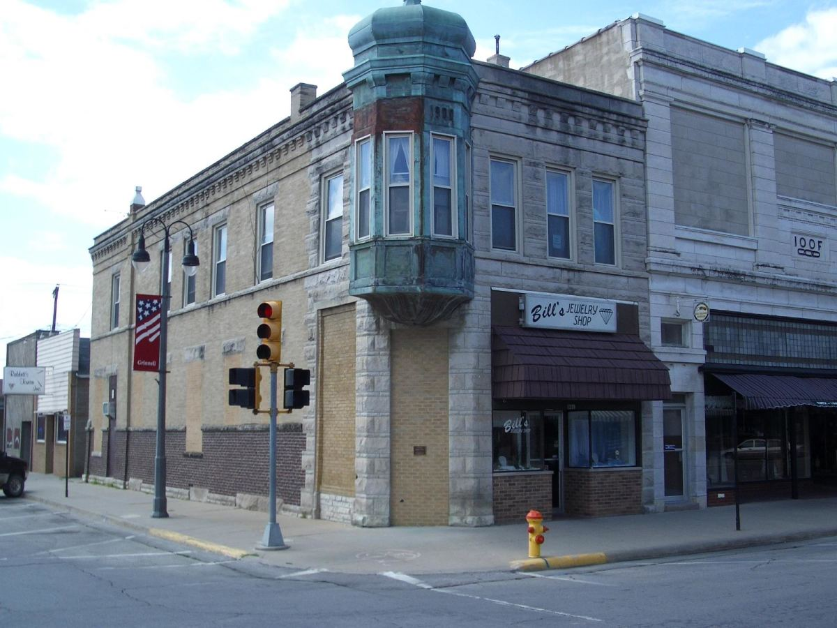 Grinnell's third national bank, the Citizen's National, opened in 1904 and liquidated in 1930. It operated from this very attractive corner building with an intriguing copper-sheated dormer attached to it.