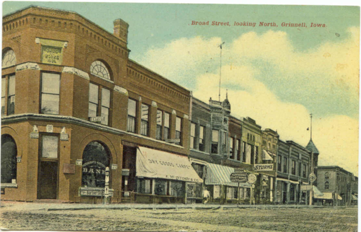 Grinnell's Merchant's National Bank was organized in 1883 and closed in 1924. Originally it was a corner block structure and can be seen here in a postcard view circa 1910.